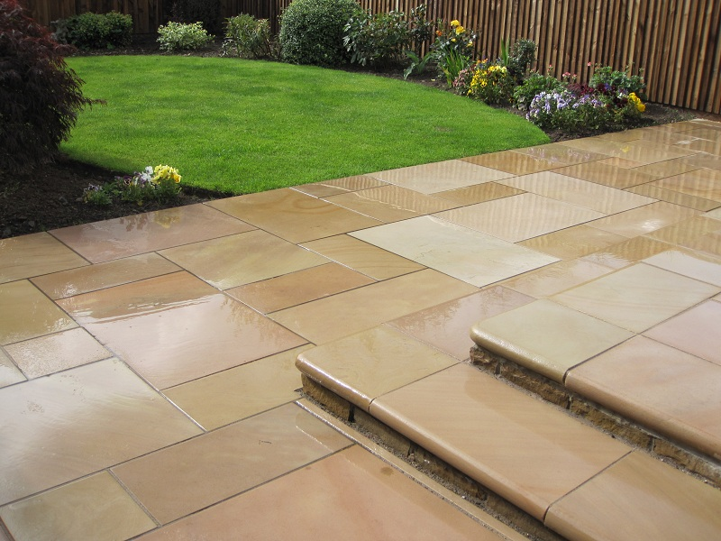 Marshalls Fairstone Sawn Paving Autumn Bronze step kit caramel cream