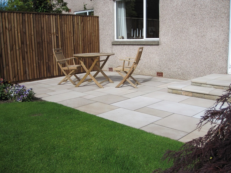 Step kit Marshalls Fairstone Sawn Paving Autumn Bronze